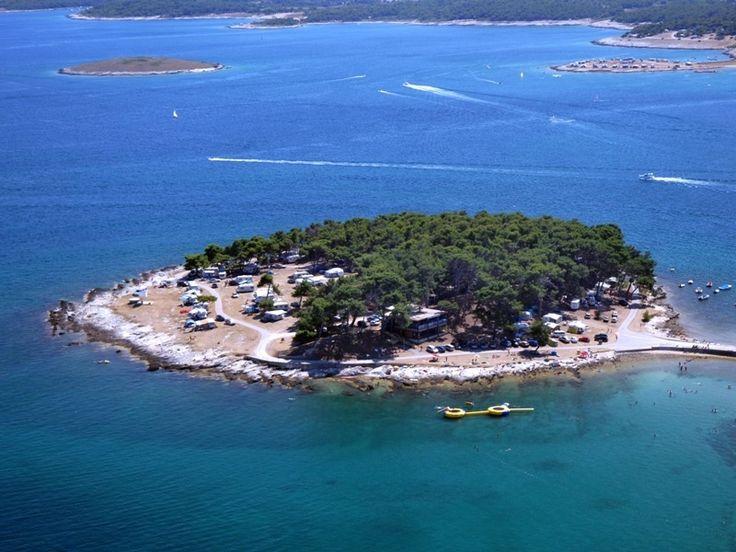 Bestil campingferie til den fantastisk smukke destination, Istrien i Kroatien. Her er I garanteret azurblå hav og hvide sandstrande der er en fryd for øjet. Hos Dansk Bilferie finder I gode tilbud og priser.