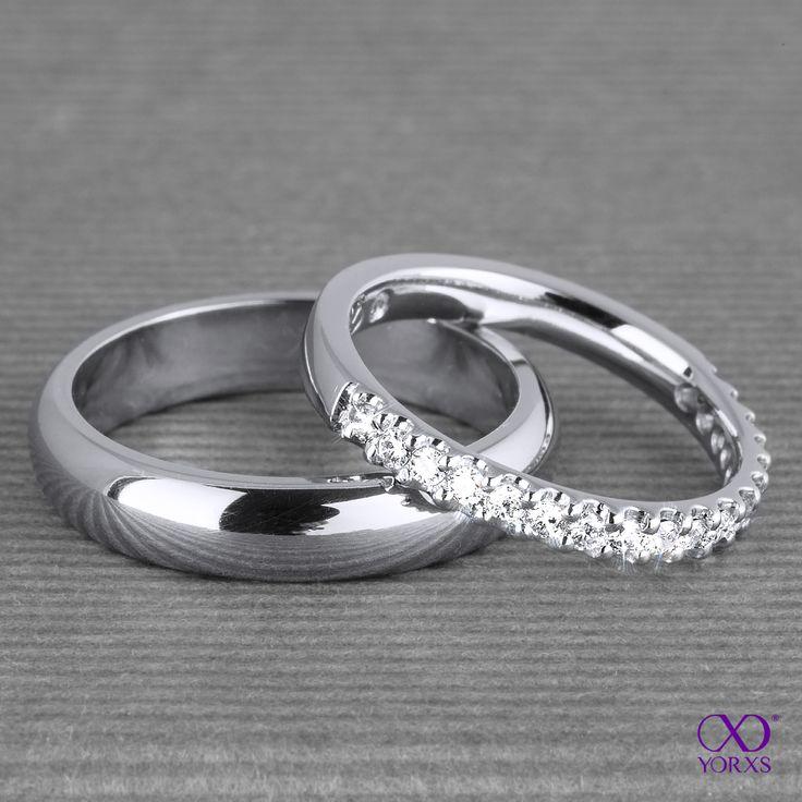 """Wedding bands in white gold. The one with diamonds is the """"Eterna"""". #eterna #memoryring #eternityring #diamanten #brillanten #hochzeit #trauringe #weißgold #platin #selbstgestalten #yorxs"""