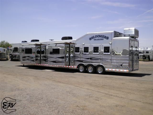 Living Quarter Horse Trailer - 2010 Bloomer 4 Horse Trailer - EquineRV.com