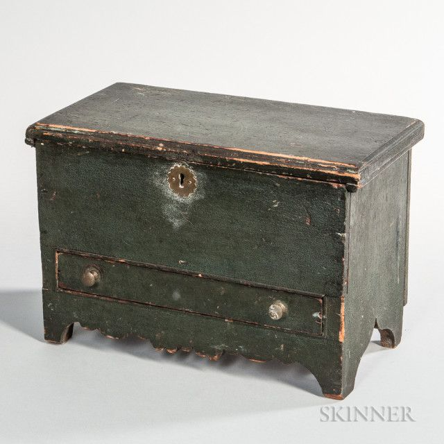Miniature Green Painted Blanket Chest Over Drawer Sale Number 3121m Lot Number 100 Skinner Auctioneers Blanket Chest Antique Boxes Painted Chest