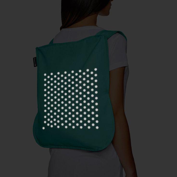 Naast onze reflecterende spray, komt nu ook de #Notabag. Een slimme combinatie van een tas & een rugzak voorzien van een reflecterende print. Het is een milieuvriendelijke oplossing die onze actieve, on-the-go lifestyle vereenvoudigt. Is #veilig  en #onderscheidend.  Design Award 2016