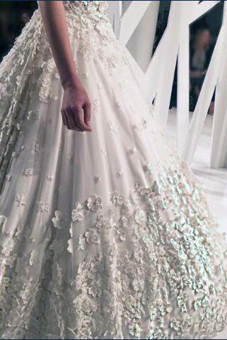 TONY WARD COUTURE, una delle stelle del firmamento La Maison Blanche, in passerella da Kleinfeld Bridal <3  ...pregio e raffinatezza sempre nei contesti adatti!  #LaMaisonBlanche #LMB #bridal #TonyWard #Kleinfeld #bride #wedding