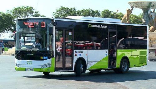How to apply for your bus card before arriving in Malta to benefit from cheapest rates. The tal-linja bus app, how to use it to find the next bus and top up
