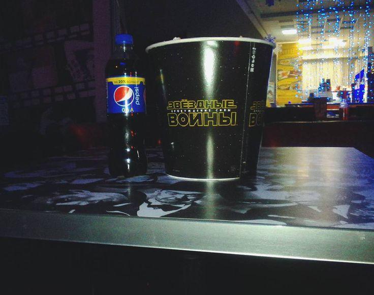 «#попкорн#пепси#кино#романтика#sw#звездныевойны#темнаясторона#пробуждение#влентевинстаграме#влентеввк#повсюду#starwars#иещенемного »