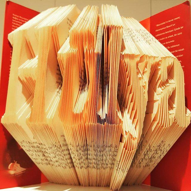 Kişiye özel tasarım... #bookart #idefix #kitaplatlayici #kitapkatlama #kişiyeözeltasarım #dr_dunyasi #bookbender #hediye #kitapkurdu
