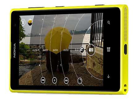 I comandi a ghiera per regolare le impostazioni della fotocamera del Nokia 1020
