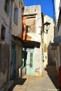 Neighborhoods of Chania, Colorful Splantzia breathes an authentic Chaniotic atmosphere made of tranquil corners, old-fashioned kafenia, and a disctintive