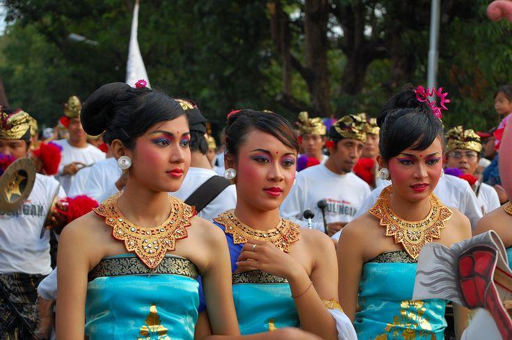 https://flic.kr/p/4VWXDX | putri duyung | Pawai Pembukaan Pesta Kesenian Bali 2008 - Bali Art Festiaval Parade 2008 on June 14, 2008)