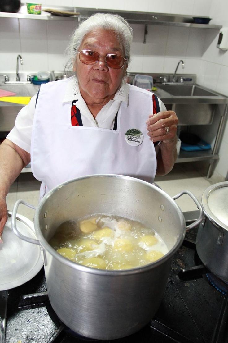 La cocinera.  Crédito Milton Ramírez (@FOTOMILTON) Mincultura 2012.