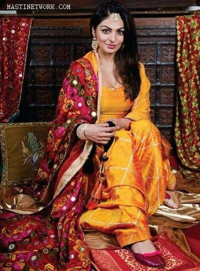 Canada born brilliant Punjabi-'Bollywood' Actor @NeeruBajwa beautiful in mustard suit w/ red dupatta w/ Phulkari embroidery