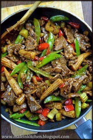 Dzisiaj kulinarna środa, a więc Michał z Male in kitchen zachwycił nas azjatyckimi smakami, kolorami i zapachami... Wołowina w sosie ostrygowym stir fry. Nie dość, że bogata w żelazo, witaminę B12 i kwas foliowy, to na dodatek smakuje naprawdę przepysznie! Przepis znajdziecie na blogu Michała  http://maleinkitchen.blogspot.com/2014/08/oyster-sauce-beef-stir-fry.html