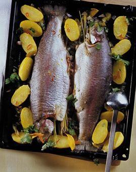 Rezept: Lachsforelle mit Zitrus-Aromen aus dem Ofen - [LIVING AT HOME]