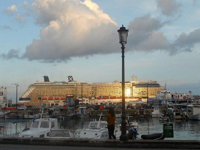 Καλοκαίρι-ρεκόρ για τον ελληνικό τουρισμό ''βλέπει'' η ελβετική Tages Anzeiger www.sta.cr/2skR7