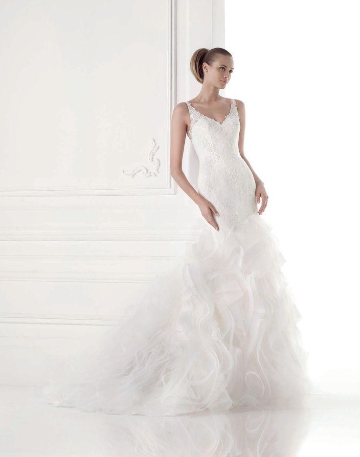 Maku esküvői ruha - La Mariée esküvői ruhaszalon - Pronovias 2015 http://lamariee.hu/eskuvoi-ruha/pronovias-2015/maku