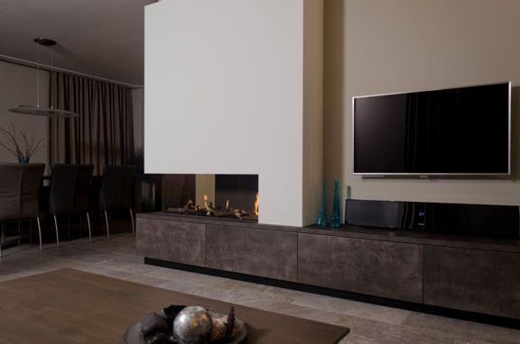 Deze 'om de hoek haard' is ideaal voor de plaatsing in een L-vormige woonkamer. De haard wordt geplaatst aan de kopzijde van een muur en is aan de achterzijde uitgevoerd met …