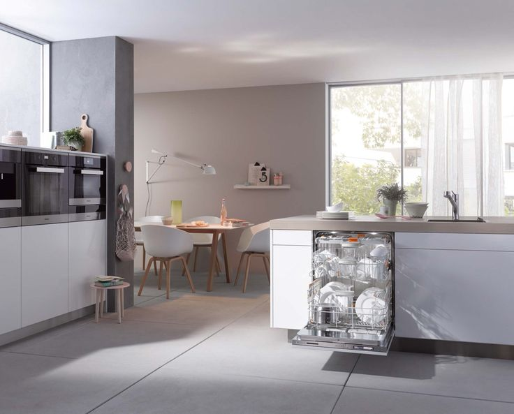 Another tip for a multi-generational kitchen is to ensure that the storage drawer for your crockery should be close to the dishwasher so emptying is a quick process - making helping out in the kitchen easy for everyone! | Pictured: Miele G 6890 SCVi K2O dishwasher