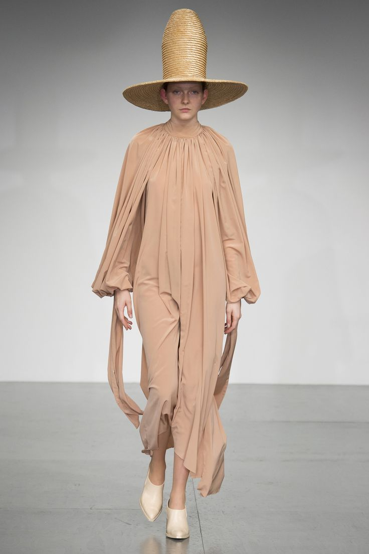 https://www.vogue.com/fashion-shows/spring-2018-ready-to-wear/a-w-a-k-e-/slideshow/collection