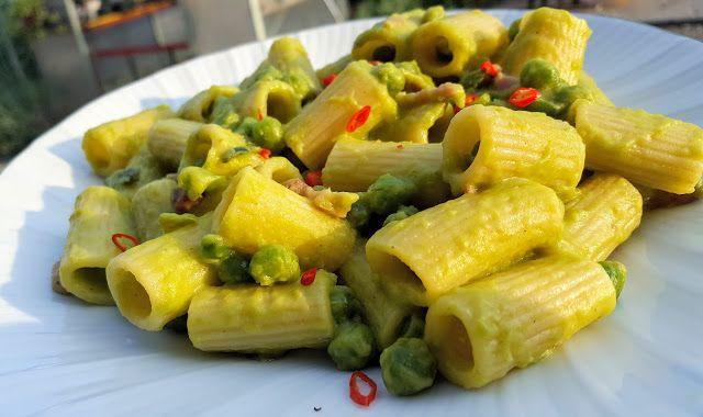Cucina Spartana: Rigatoni ai piselli e pancetta