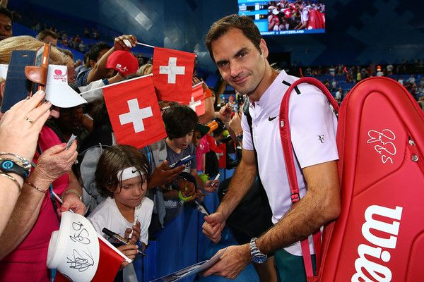 - Roger Federer of Switzerland, partnered with Belinda Bencic signs autographs for spectators after defeating Alexander Zverev and Angelique Kerber of Germany in the final on day eight during the 2018 Hopman Cup at Perth Arena on January 6, 2018 in Perth, Australia.
