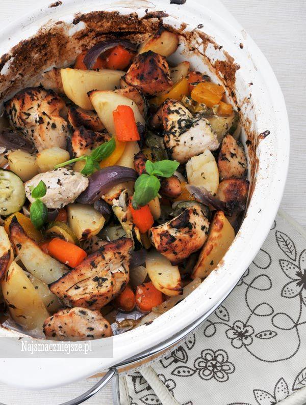 Piersi z kurczaka pieczone z warzywami, kurczak z warzywami, kurczak pieczony, http://najsmaczniejsze.pl  #przepis #obiad #food #kurczak #warzywa #jednogarnkowe