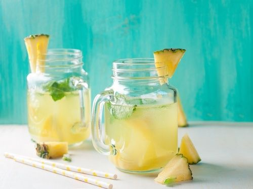 Cosa succede quando beviamo acqua di ananas a stomaco vuoto?
