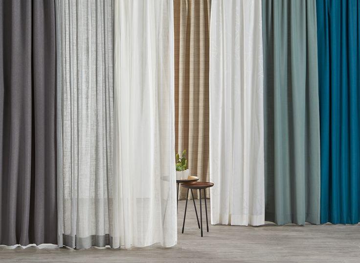 Combineer gordijnen in koele, natuurlijke tinten met goud of koper voor een chique uitstraling #kwantum #gordijnen #raamdecoratie #raaminspiratie #interieur