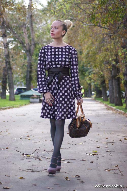 Лиловое платье в горох: