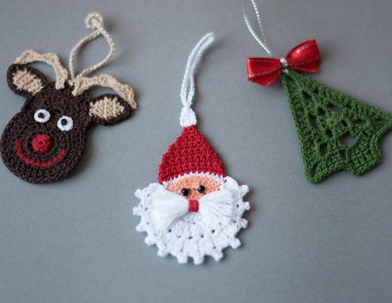Gehaakte Kerst ornamenten, Kerstdecoratie haak, haak set 3 ornamenten, Rudolph rendieren, kerstboom en haak Santa.  Deze mooie Kerst ornamenten zijn hand haakwerk met hoogwaardige katoen draad in rook-vrij en huisdier-vrije omgeving whit veel aandacht besteed aan details.  Rendieren - breedte-2.7(7 cm), hoogte-2.7 (7 cm) Kerstboom - breedte-2.4(6 cm), hoogte-2.7 (7 cm) Santa - breedte-2.4(6 cm), hoogte-3.1 (8 cm)  Deze Kerstdecoratie is gesteven en komt heel goed verpakt in een stevige doos…