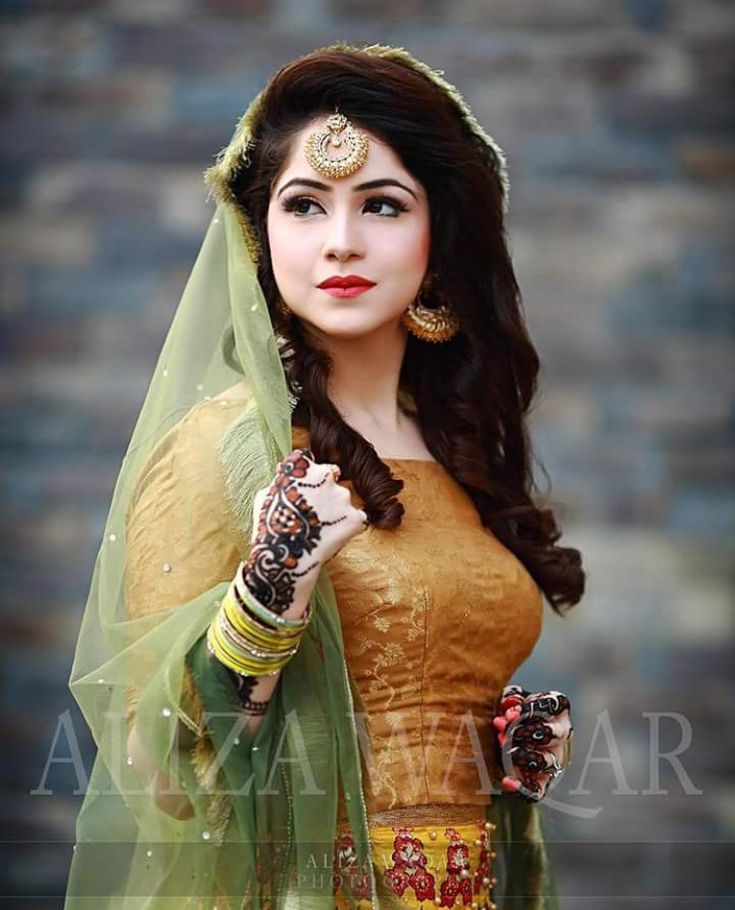 Mehandi bride