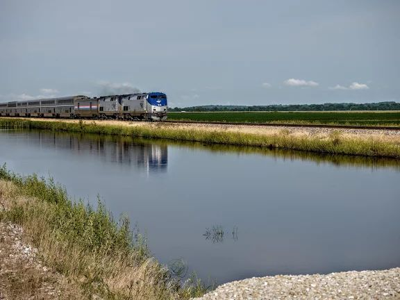 相片:Amtrak's Southwest Chief crossing central Missouri...