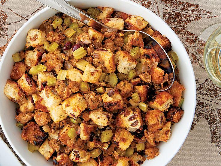 Farce à la saucisse et au pain aux raisins  Vous aimez le pain aux raisins? Vous adorerez cette farce. Vos invités la dévoreront!