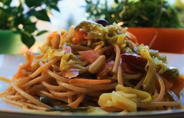 Pine nuts, almonds, carrots and cabbage spaghetti