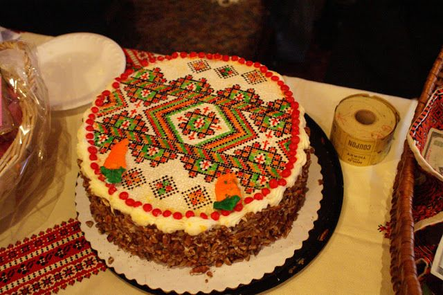 Ukraniane wedding cakes   These two pictures made my day today. Both are in Ukrainianstyle ...
