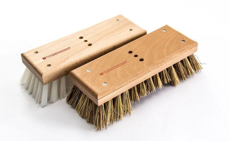Schrubber aus Schweizer Buchenholz zum Schruppen von nassen Flächen.