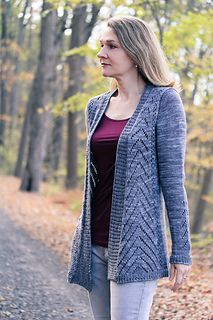 Avix was designed in collaboration with Miss Babs Hand-Dyed Yarn for Stitches West 2017; print patterns in their house format will be available at the Miss Babs booth at the many yarn shows they attend; stop by if you can, and see the samples in person! Digital pdfs are available here from my Ravelry store, and are formatted with my usual layout style and photography.