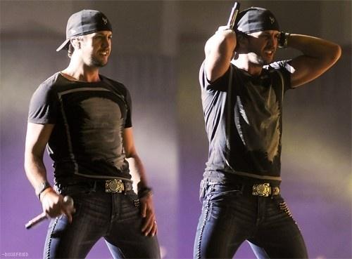 Ooooooh myyyyy. Oh how I love Luke Brian