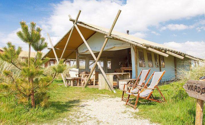 Overnachten in een luxe tent in het duinlandschap van Callantsoog. Dat is de Sea Lodge!