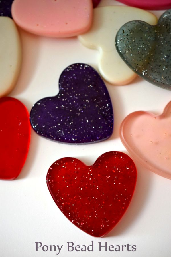 Make easy and fun plastic hearts from Pony Beads! Melt them in silicone molds.