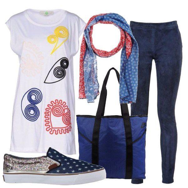 Comodo outfit passepartout, lunga maglietta con stampe multicolori, leggings preziosi abbinati alle slip-on con le stelline, la morbida borsa e sciarpina anch'essa stampata.