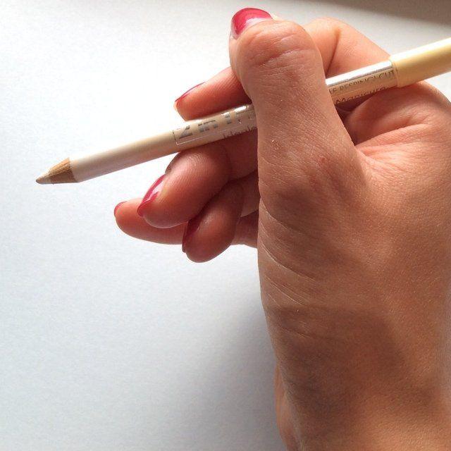 #Offerta #manicure #bianco naturale per chi non ha molto #tempo. Tre #jolly per una french manicure velocissima e precisa.