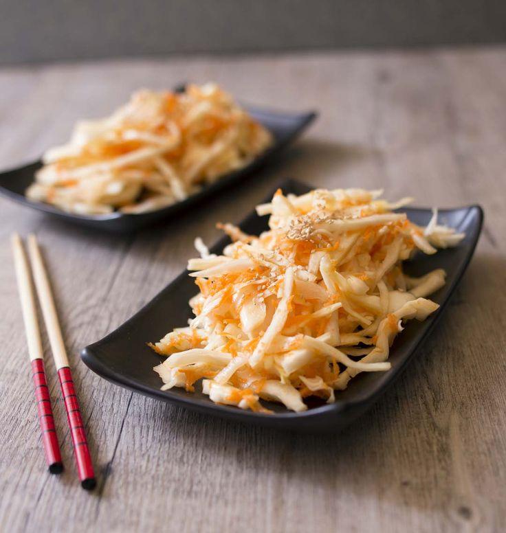 Reproduisez chez vous la fameuse salade de chou qui accompagne traditionnellement les sushis et makis dans les restaurants japonais !