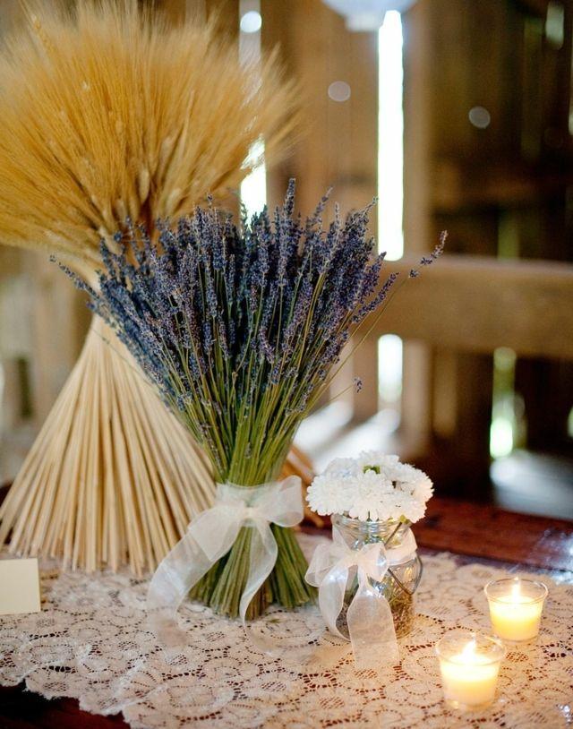 décoration de mariage en bouquet de lavande et gerbe de blé