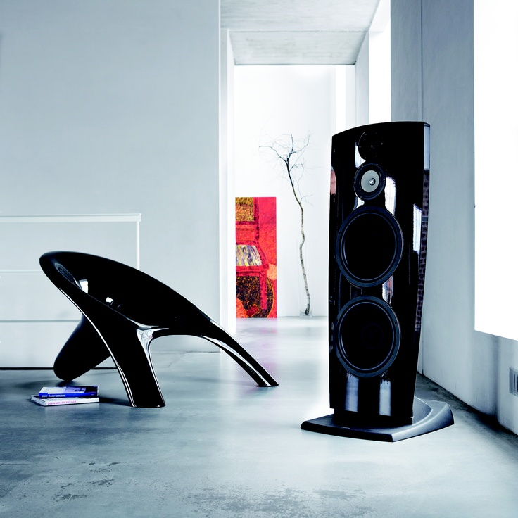A smaller, more affordable version of the Jamo R 909, the new R 907 tower speaker is similarly designed for the true audiophile—but designed to work in situations where space is at a premium. Like the R 909, the R 907 features dipolar engineering, which means that the sound is distributed from both the front and the back of the speaker. The reflected sound from the rear adds ambience and gives the impression of a much larger room—in other words, a more lifelike live performance sound.