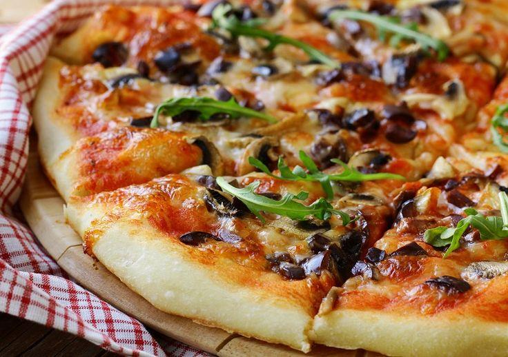 Glütensiz kinoa pizzası tarifi, çölyak ve glüten hassasiyeti olanlar için özel hazırlanmıştır. Tarifin altında yer alan hekim notunu da okumanızı öneririz.