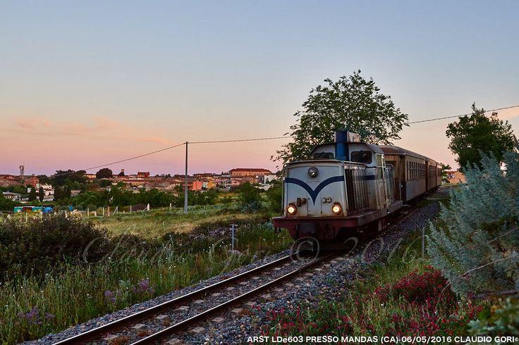 https://flic.kr/p/H3MBUY | ARST-LDe603-Mandas-2016-05-06-CLAUDIO GORI-DSC_1782 | Il treno degli studenti in partenza di primo mattino da Mandas alla volta di Cagliari trainato dalla locomotiva LDe603.