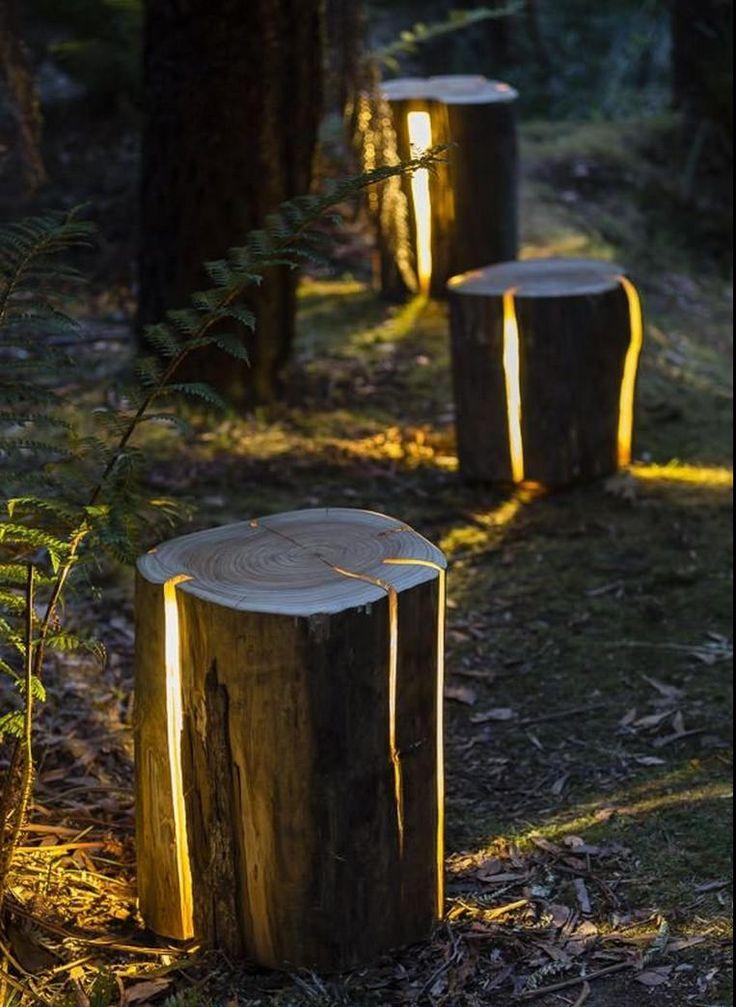 Déco bohème et écolo avec troncs d'arbre éclairés de l'intérieur