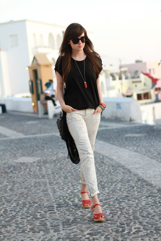 Women 39 S Black Crew Neck T Shirt Grey Skinny Jeans Red Leather Wedge Sandals Black Leather