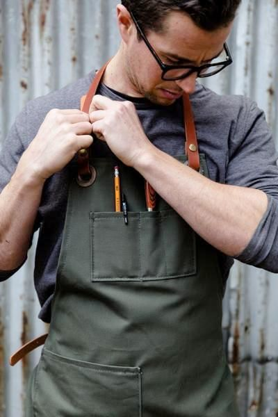 Our work aprons have practicalfeatures likepockets (including an inside phone pocket), removableleather straps and sturdy vintage brass hardware.Easy to wash, this apron only improves with time.