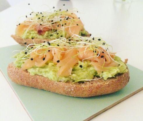 Toast avocat saumon fumé / Avocado and smoked salmon toast