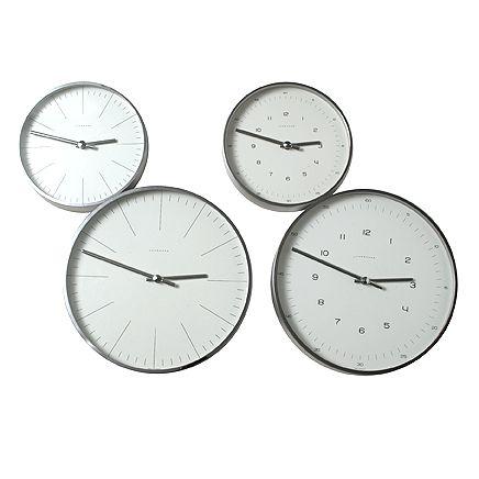 ユンハンスのウォールクロック。 1861年にドイツにて創設され、現在ドイツ・シュランベルクに本社を置く、精度を追求した時計を作り続けてきた時計メーカー、ユンハンス。最近ではその精度追求の姿勢からか、電波受信式腕時計にも力を入れている会社です。バウハウス最後の巨匠と言われた、マックス・ビルによるデザインのシンプルな壁掛け時計です。
